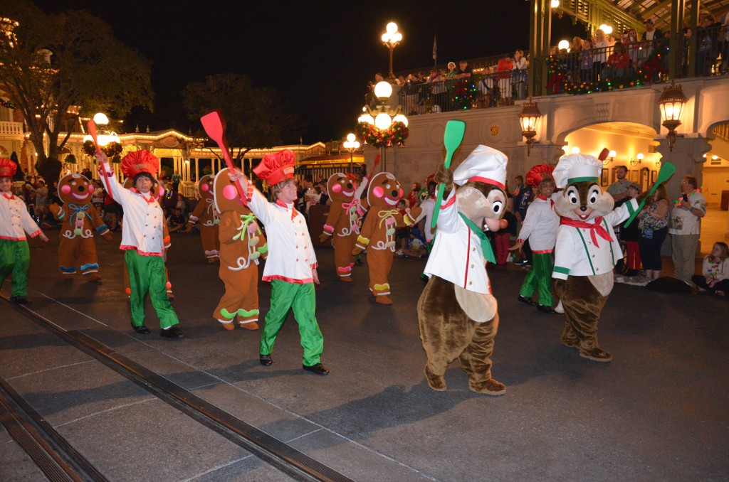 Mickeys Very Merry Christmas Parade - Chip und Chap