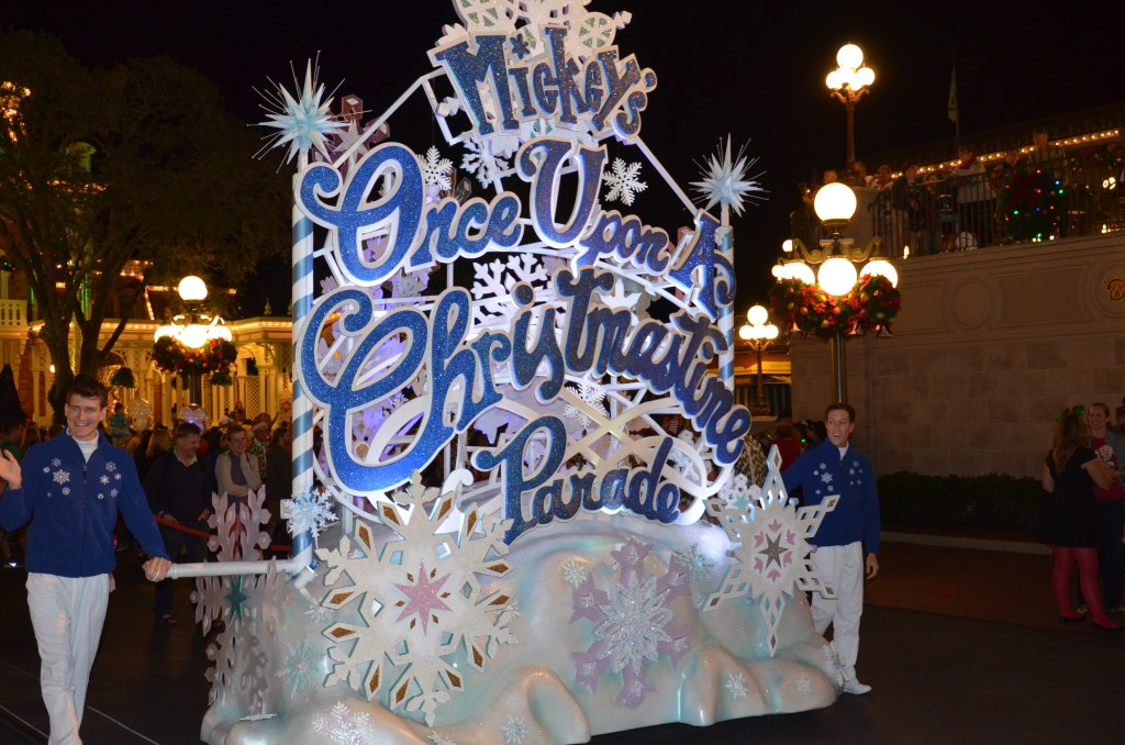 Mickeys Very Merry Christmas Parade - Ende